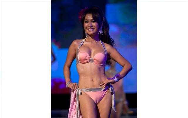 Photo Gallery Transvestite Beauty Pageant Winner