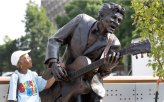 Chuck Berry Statue